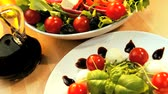 уксус : Temptingly displayed fresh crisp salad, mozarella cheese & oils making a healthy nutritious meal Стоковые видеозаписи