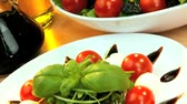 уксус : Daily vitamins from healthy salad vegetables, cheese & oils