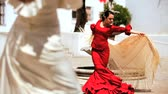 цыган : Two ladies dancing traditional flamenco in town square in Seville, Spain