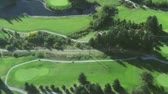 hráč golfu : Aerial right panning view of green golf course and fairways Dostupné videozáznamy