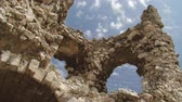 nuvens : Ruins of an ancient castle time lapse Stock Footage