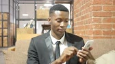 telemóvel : Black Businessman Using Smartphone, Indoor