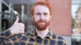 bem : Thumbs Up by Redhead Beard Young Man, Outdoor Vídeos