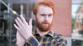 klappen : Applauding Redhead Beard Young Man, Clapping Stockvideo
