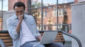 voorwaarden : African Man Coughing while Working on Laptop Outdoor