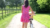 cyklus : Attractive Woman Pushing Cycle Along Country Lane