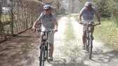dráha : Father And Son Riding Bikes Along Country Track
