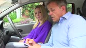 instrutor : Teenage Girl Having Driving Lesson With Instructor