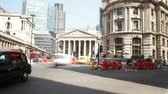 ônibus : Time Lapse Shot Featuring Bank Of England And Royal Exchange Vídeos