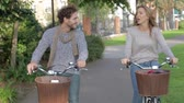 cyklus : Couple Cycling Through Urban Park Together