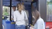 passar : Passengers Boarding Bus Using Passes And Buying Tickets Vídeos