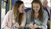 сиденья : Two Young Women Reading Text Message On Bus Стоковые видеозаписи