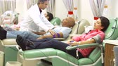 americano africano : Volunteers Making Blood Donation In Hospital