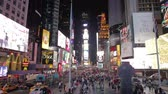 ônibus : Time-lapse Sequence Of Traffic At Night In Times Square NYC