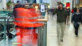 decisão : Time Lapse Sequence Of Shoppers On Escalators In Mall