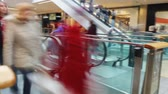 escada rolante : Time Lapse Sequence Of Shoppers On Escalators In Mall
