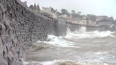 cuidado : Large Waves Breaking Against Sea Wall At Dawlish In Devon Vídeos