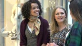 consumidor : Three Female Friends Shopping In Mall Together