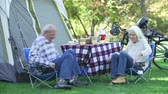 cyklus : Senior Couple On Camping Holiday Setting Off On Cycle Ride