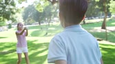 beisebol : Slow Motion Shot Of Children Playing Catch With Ball In Park