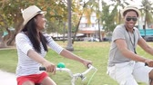 passeio : Young Couple Having Fun On Bicycle Ride