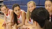 ginásio : Coach Of Female High School Basketball Team Gives Team Talk