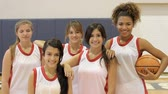 partida : Members Of Female High School Basketball Team