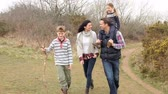 chůze : Family On Countryside Walk Along Path