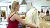 divat : College Students Studying Fashion And Design Stock mozgókép