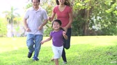 tendo : Slow Motion Sequence Of Parents And Daughter Running In Park Vídeos