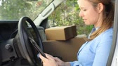 teknoloji : Female Delivery Driver Sitting In Van Using Digital Tablet