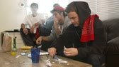 quatro pessoas : Gang Of Young Men Taking Drugs