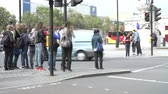 chodec : Time Lapse Sequence Of Busy Pedestrian Crossing With Traffic Dostupné videozáznamy