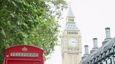 seyahat : View Of Big Ben With Red Telephone Box In Foreground Stok Video