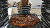 фокус : Woman Taking Cooked Pepperoni Pizza Out Of The Oven