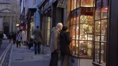 cyklus : Senior Couple Looking In Antique Shop Window At Dusk
