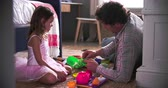sypialnia : Father And Daughter Playing With Toys In Bedroom