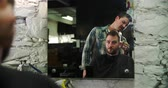 barbeiro : Male Barber Giving Client Haircut Reflected In Mirror