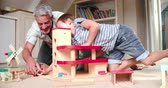 garagem : Father And Children Playing With Toys In Bedroom Vídeos