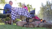 fogo : Senior Couple Enjoying Meal On Camping Holiday
