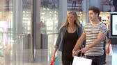 departamento : Happy Couple Carrying Bags In Shopping Mall Vídeos