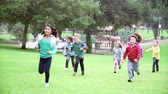 dostihy : Group Of Children Running Towards Camera In Slow Motion Dostupné videozáznamy