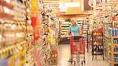 corredor : Woman Shopping In Supermarket