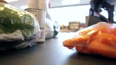 de vendas : Time Lapse Sequence Of Supermarket Groceries Being Scanned