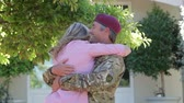 urlop : Soldier Returning Home And Greeted By Wife Wideo