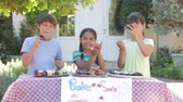 vente : Enfants Tenir Bake Sale