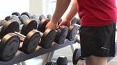 ginásio : Man Choosing Weights From Rack In Gym Stock Footage