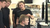 eğitim : Teacher Training College Students In Male Hairdressing Class Stok Video