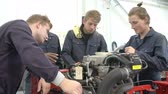 garagem : Teacher And Students In Car Mechanic Class Working On Engine