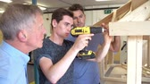 estudantes : Teacher Helping College Student Studying Carpentry